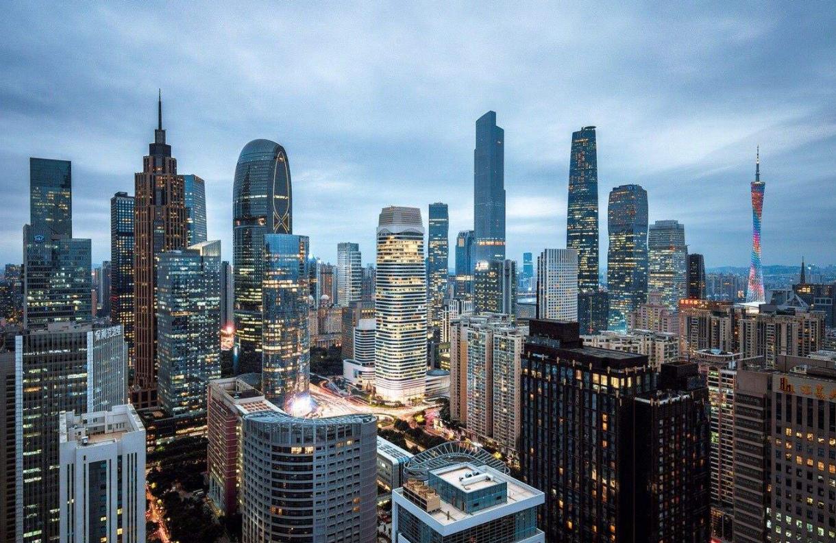 以建筑产业升级为目标,推动智慧工地发展,助推建筑产业互联网平台建设